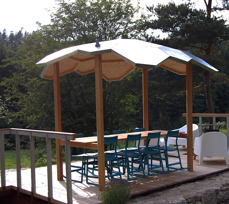 Oak outside table with integral zinc canopy: modern  by David Arnold Design, Modern