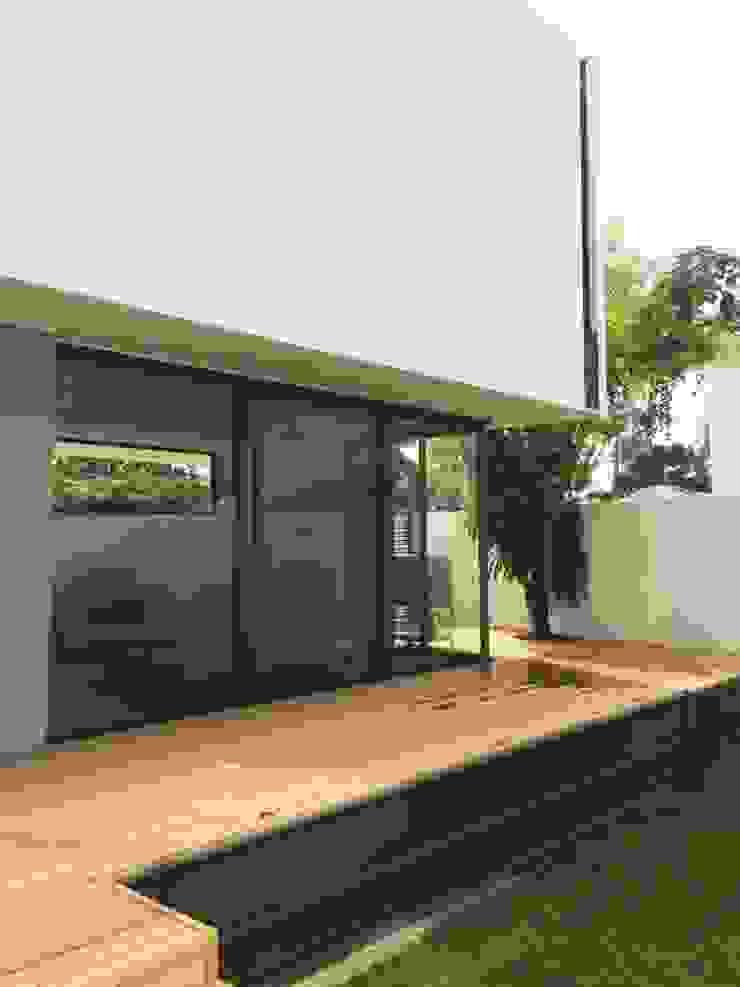 Grupo Boes Balcones y terrazas de estilo moderno