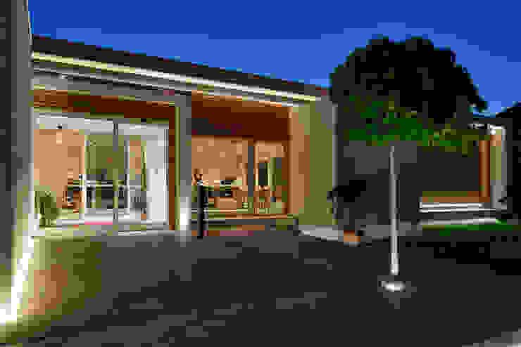 mammaròssa restaurant di Studio Candeloro Architects Minimalista