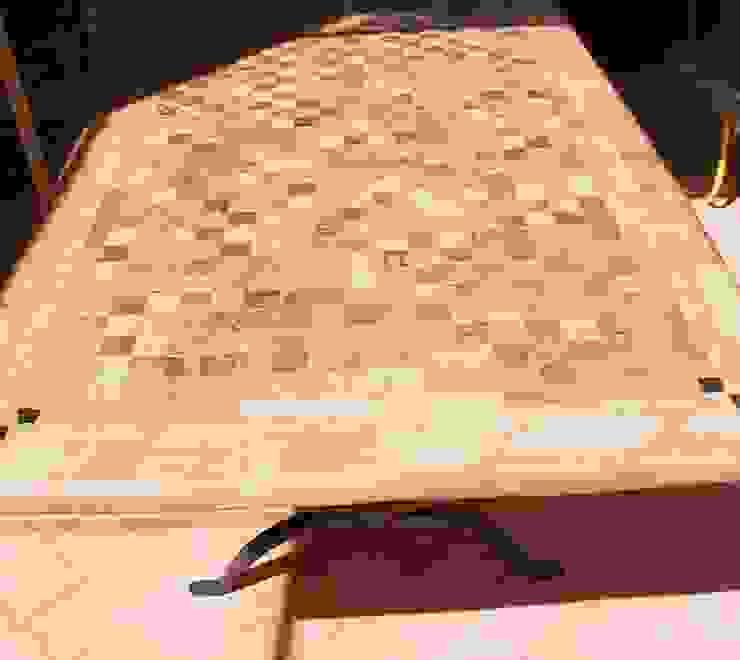 Tavoli in cotto antico di La Fleche Design