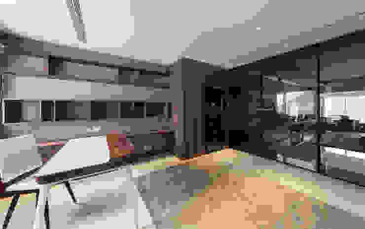 LP's RESIDENCE Minimalist living room by arctitudesign Minimalist