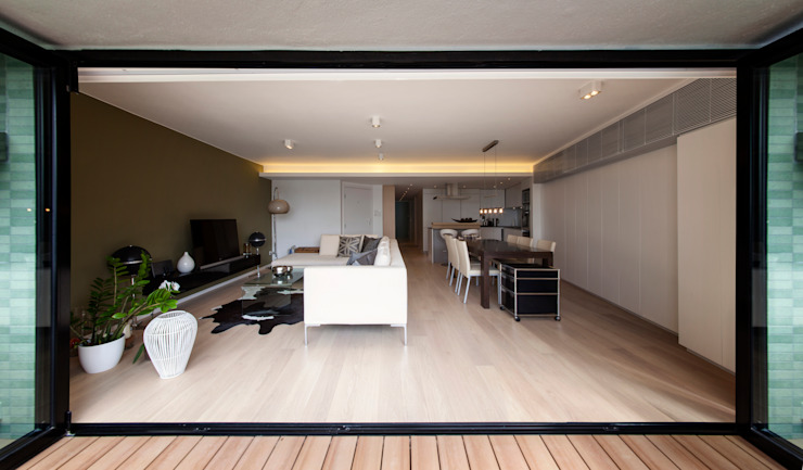 MJ's RESIDENCE:  Terrace by arctitudesign, Minimalist