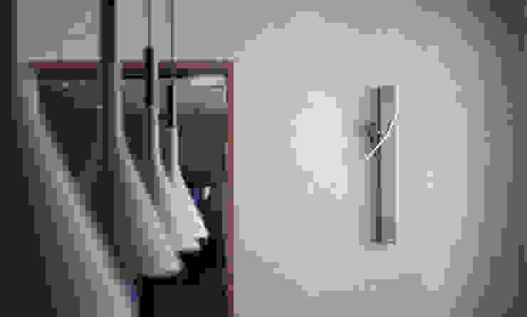 LP's RESIDENCE : minimalist  by arctitudesign, Minimalist