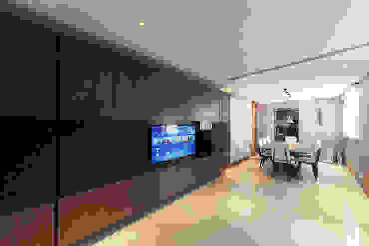 LP's RESIDENCE arctitudesign Minimalistische Wohnzimmer