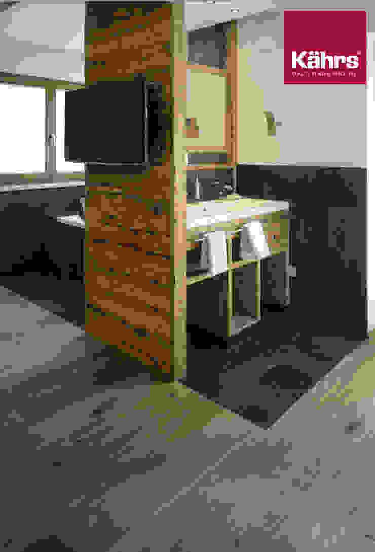 Parkett im Badezimmer an der Wand: modern  von Kährs Parkett Deutschland ,Modern