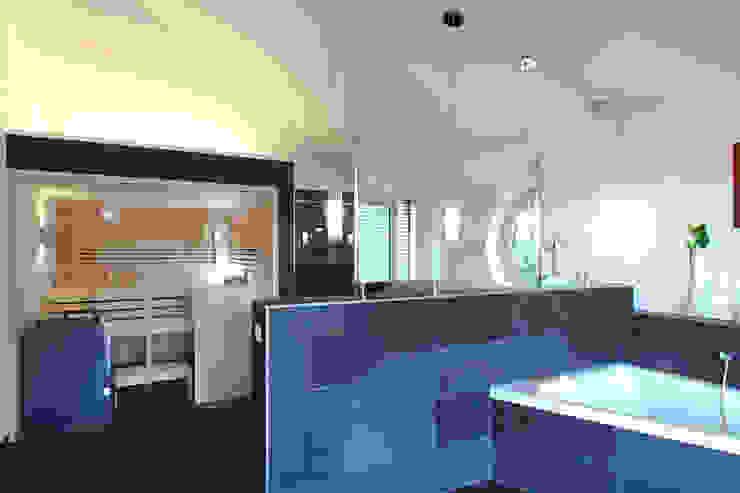 Moderne badkamers van Bau-Fritz GmbH & Co. KG Modern