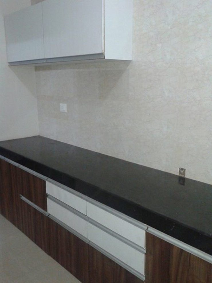 kitchen done by us in new residential flat in a appartment by SHIVA TRADERS