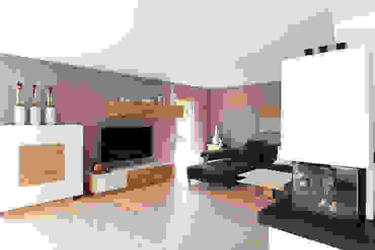 Wohnbereich mit Kamin Moderne Wohnzimmer von Bau-Fritz GmbH & Co. KG Modern