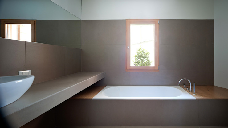 Modern bathroom by Massimo Galeotti Architetto Modern Tiles