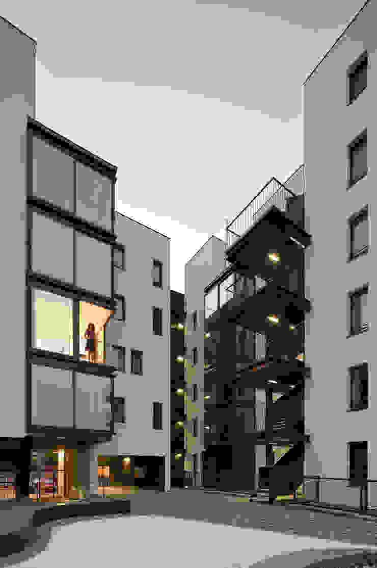 terraza y patio Balcones y terrazas de estilo minimalista de Miguel herraiz, Mauro Bravo, Marina del Mármol y Daniel Bergman Minimalista