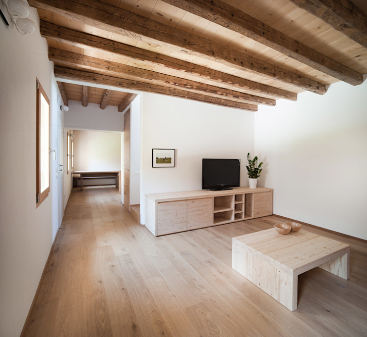 Modern Living Room by Massimo Galeotti Architetto Modern Wood Wood effect