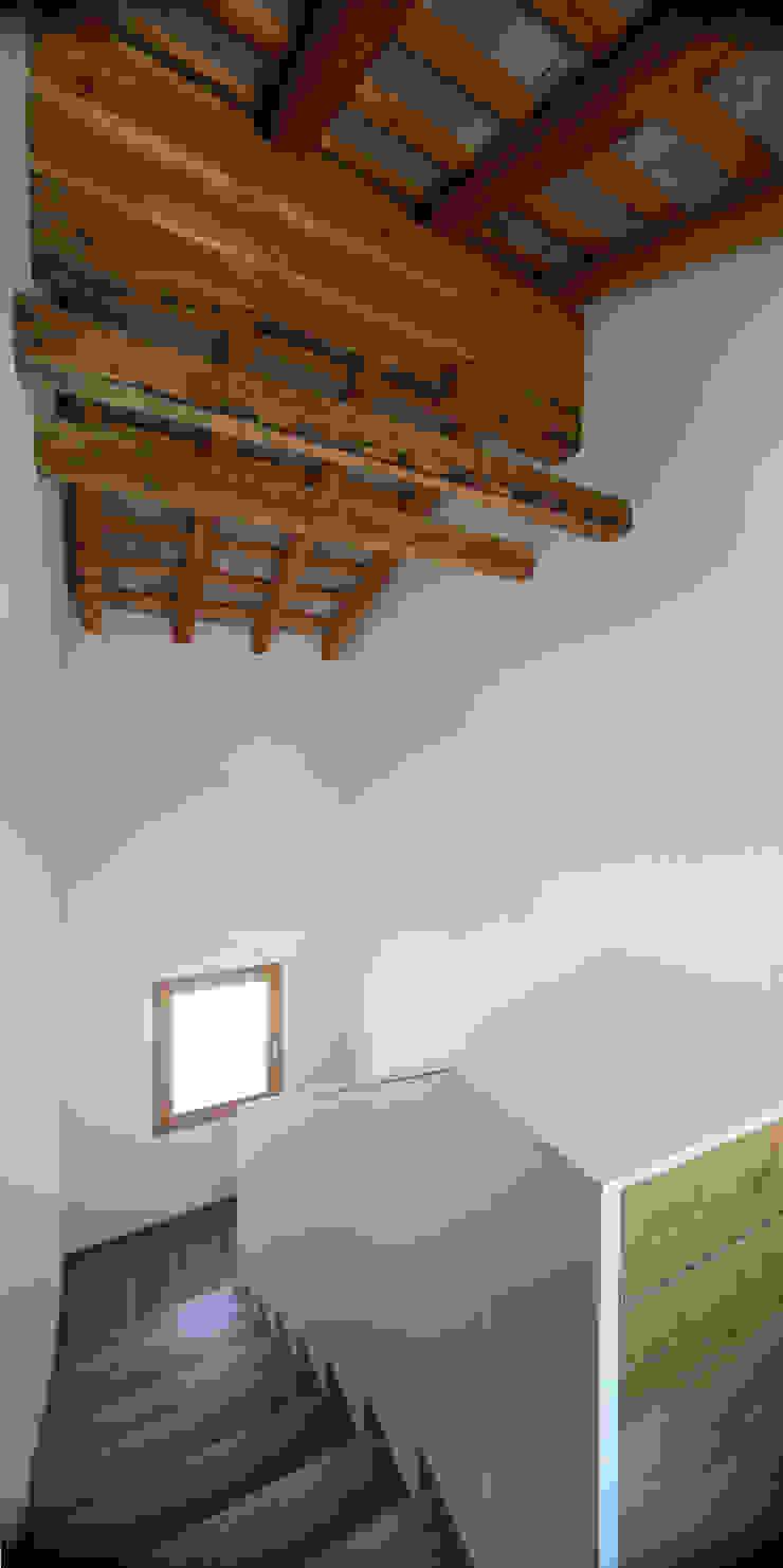 Casa Fiera Massimo Galeotti Architetto Ingresso, Corridoio & Scale in stile moderno Legno