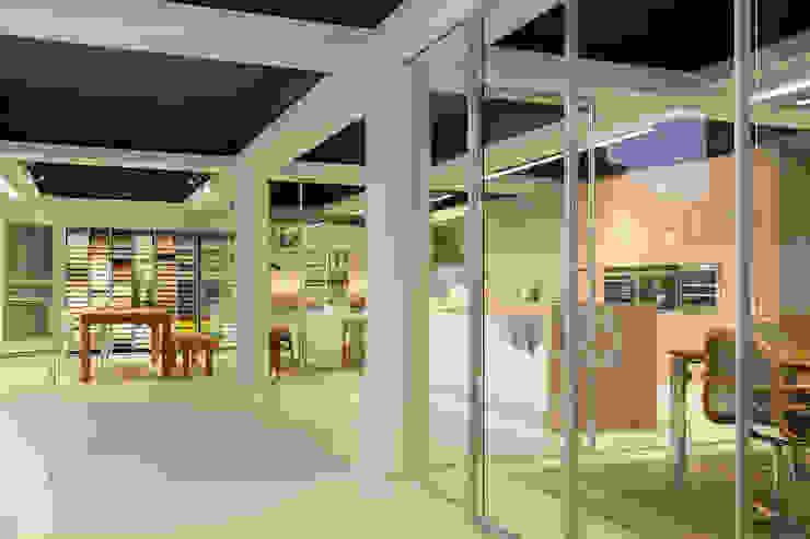 Nuestro showroom en Bilbao Casas de estilo moderno de Urbana Interiorismo Moderno