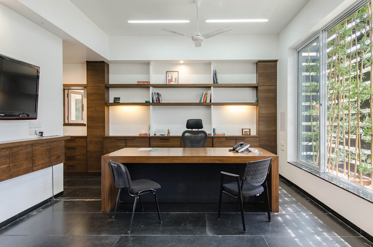 Director's office by M+P Architects Collaborative