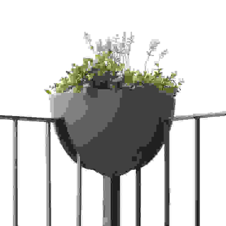 eckling: Pflanzgefäß für die Balkonecke von studio michael hilgers Minimalistisch