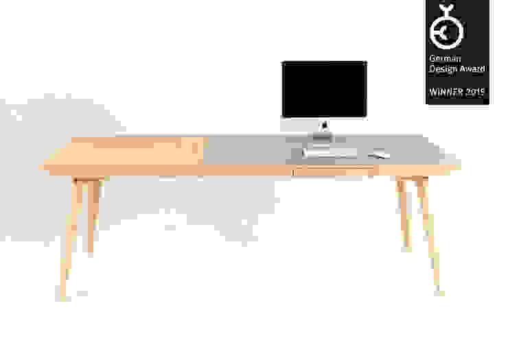 Altius Schreibtisch: modern  von zweigespann – Atelier für Gestaltung,Modern
