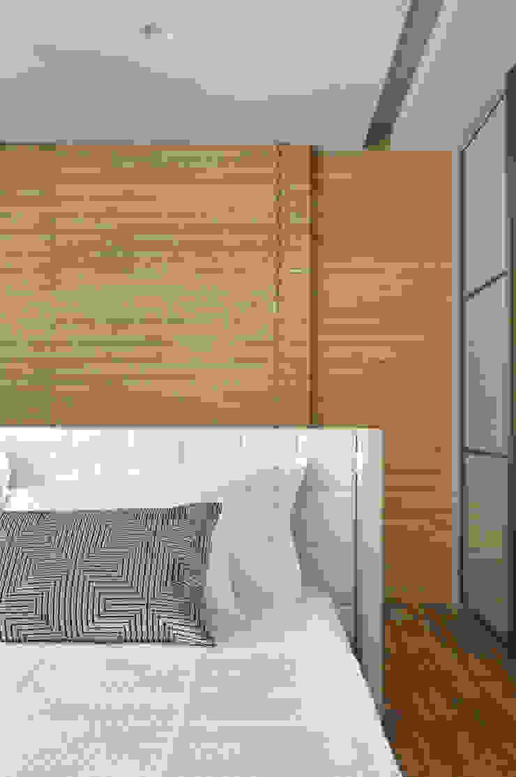 Projeto de decoração de quarto de casal Quartos modernos por Leila Dionizios Arquitetura e Luminotécnica Moderno