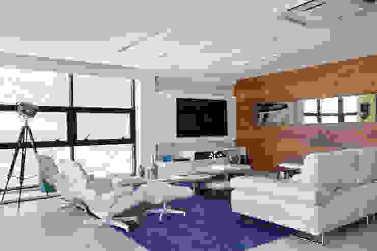 Projeto de decoração de sala Salas de estar modernas por Leila Dionizios Arquitetura e Luminotécnica Moderno