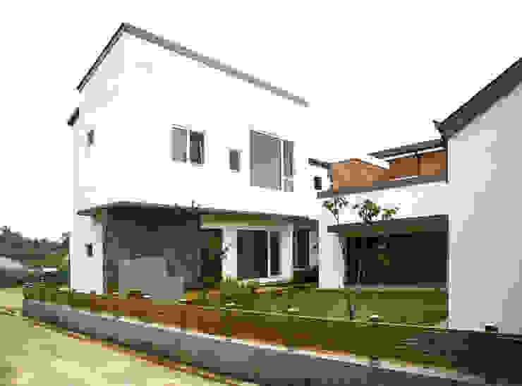 Modern houses by 삼간일목 (Samganilmok) Modern