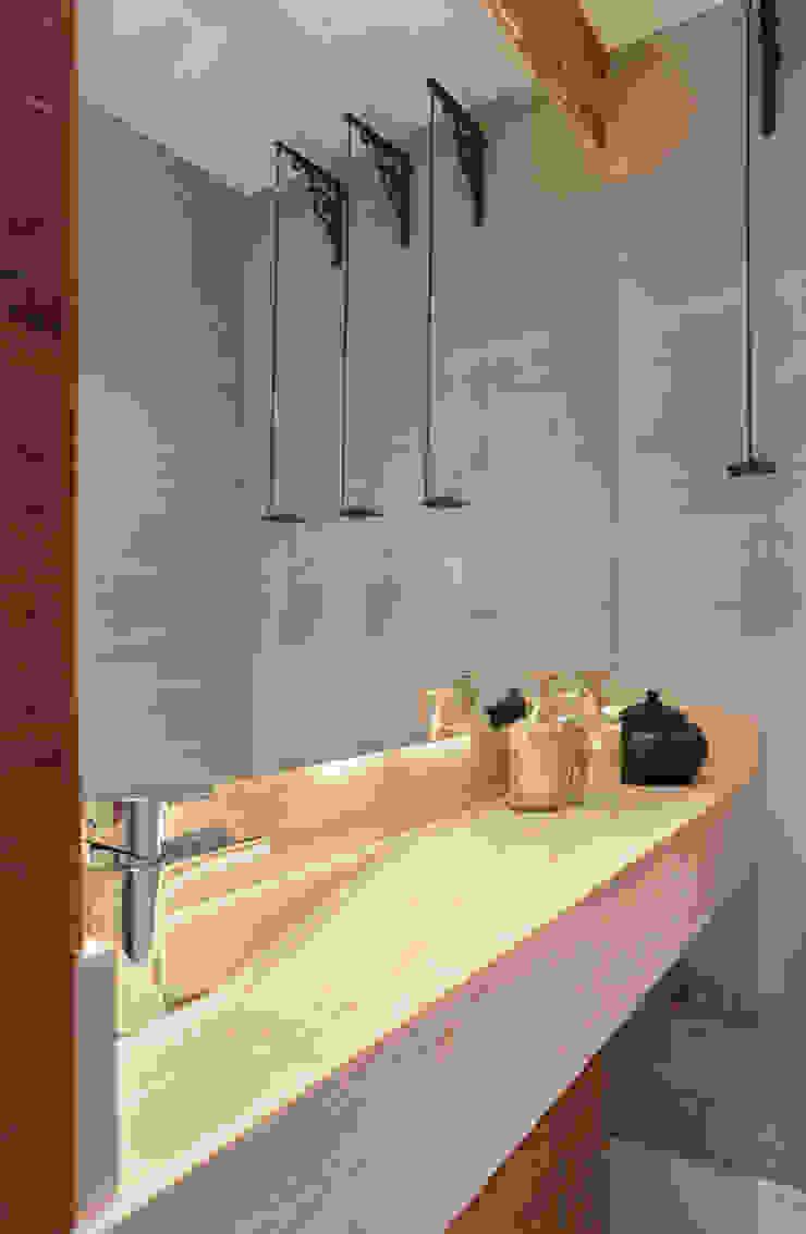 Projeto de Lavabo Banheiros modernos por Leila Dionizios Arquitetura e Luminotécnica Moderno