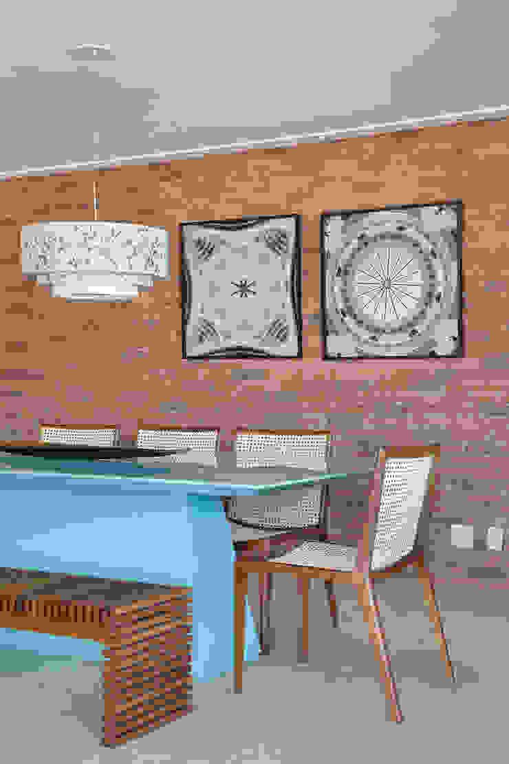 Sala de Jantar com tijolinho de demolicao Salas de jantar modernas por Leila Dionizios Arquitetura e Luminotécnica Moderno