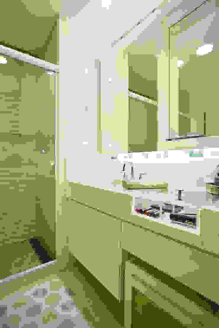 Projeto de decoração de Apartamento Salas de jantar modernas por Leila Dionizios Arquitetura e Luminotécnica Moderno