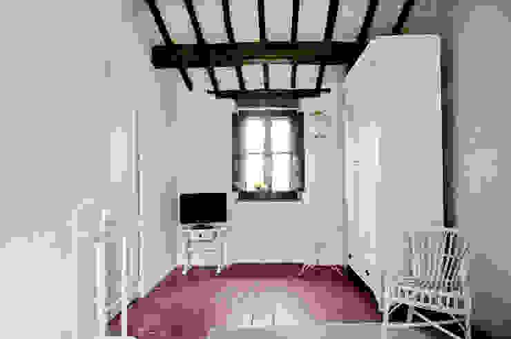 Tenuta Il Molinetto_Home Staging Camera da letto in stile rustico di ArchEnjoy Studio Rustico