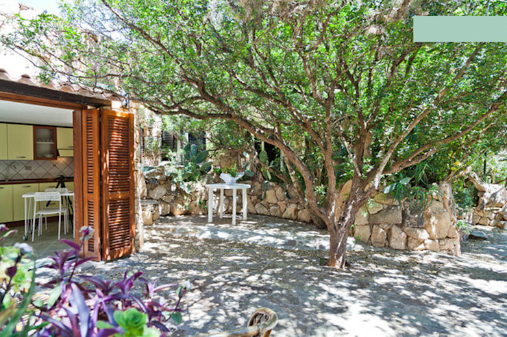 Giardino Case in stile mediterraneo di ArchEnjoy Studio Mediterraneo