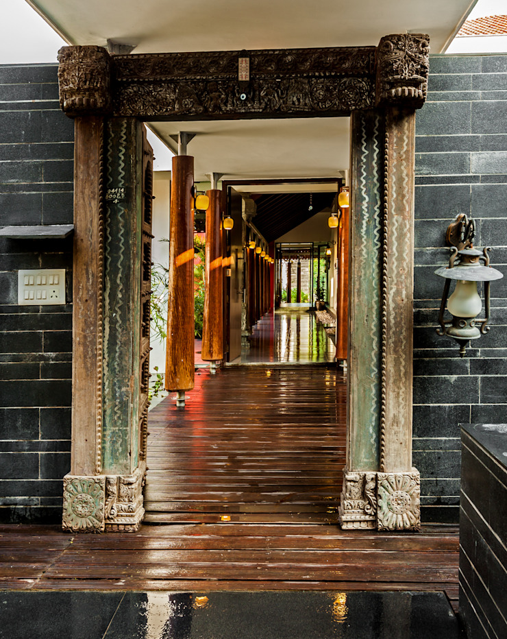 G Farm House Eclectic style corridor, hallway & stairs by Kumar Moorthy & Associates Eclectic