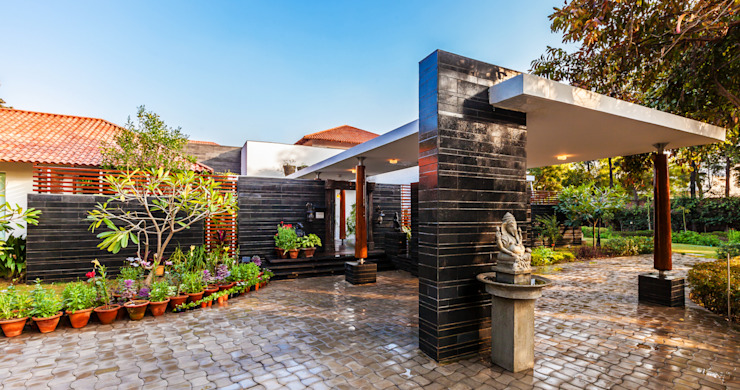 G Farm House Eclectic style garage/shed by Kumar Moorthy & Associates Eclectic