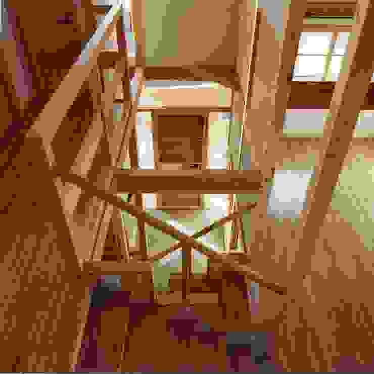 interior view オリジナルスタイルの 玄関&廊下&階段 の H.Maekawa Architect & Associates オリジナル