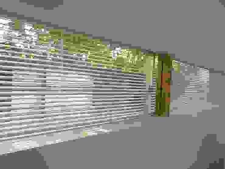 和歌浦の家 ミニマルな 窓&ドア の オオハタミツオ建築設計事務所 ミニマル