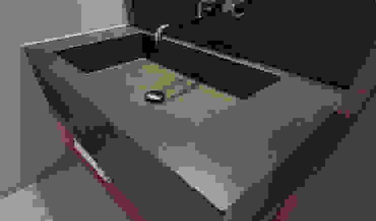 Waschbecken aus Sichtbeton: modern  von material raum form,Modern