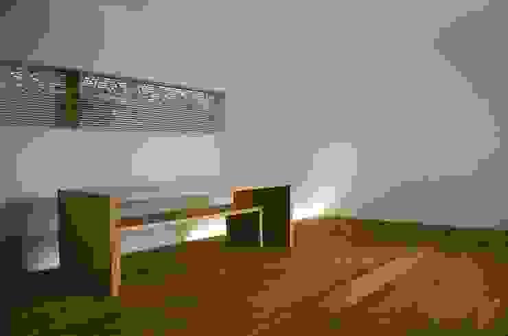 和歌浦の家 ミニマルデザインの リビング の オオハタミツオ建築設計事務所 ミニマル