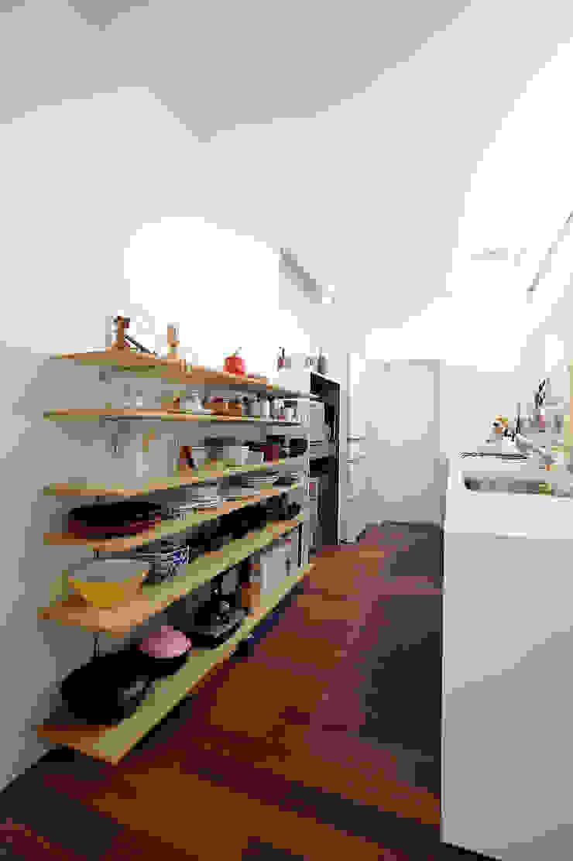 和歌浦の家 ミニマルデザインの キッチン の オオハタミツオ建築設計事務所 ミニマル