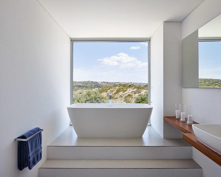 Villa Escarpa, Praia da Luz, Portugal Moderne Badezimmer von Philip Kistner Fotografie Modern