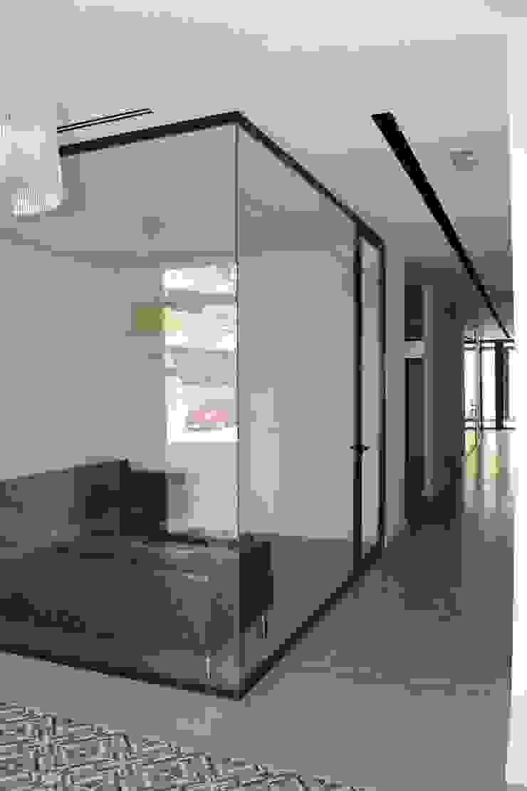 Sala de espera/alfombra cerámica Clínicas de estilo minimalista de miguel cosín Minimalista