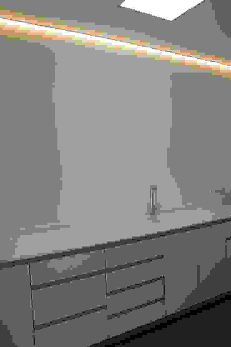 Sala de esterilización/laboratorio Clínicas de estilo minimalista de miguel cosín Minimalista