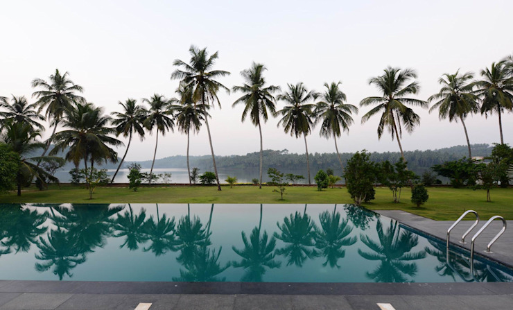 PRIVATE RESIDENCE AT KERALA(CALICUT)INDIA Classic style pool by TOPOS+PARTNERS Classic