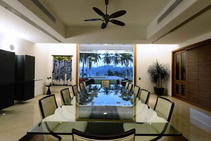 PRIVATE RESIDENCE AT KERALA(CALICUT)INDIA Classic style dining room by TOPOS+PARTNERS Classic