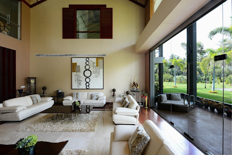 PRIVATE RESIDENCE AT KERALA(CALICUT)INDIA Classic style living room by TOPOS+PARTNERS Classic