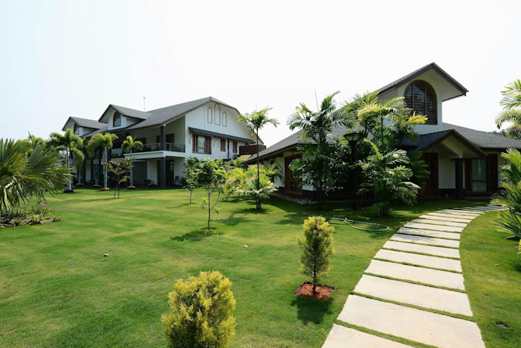 PRIVATE RESIDENCE AT KERALA(CALICUT)INDIA Classic style garden by TOPOS+PARTNERS Classic