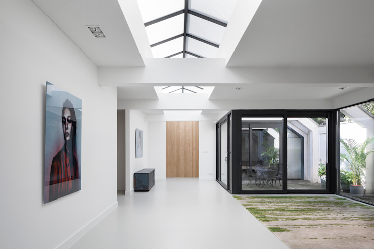 Modern Corridor, Hallway and Staircase by i29 interior architects Modern