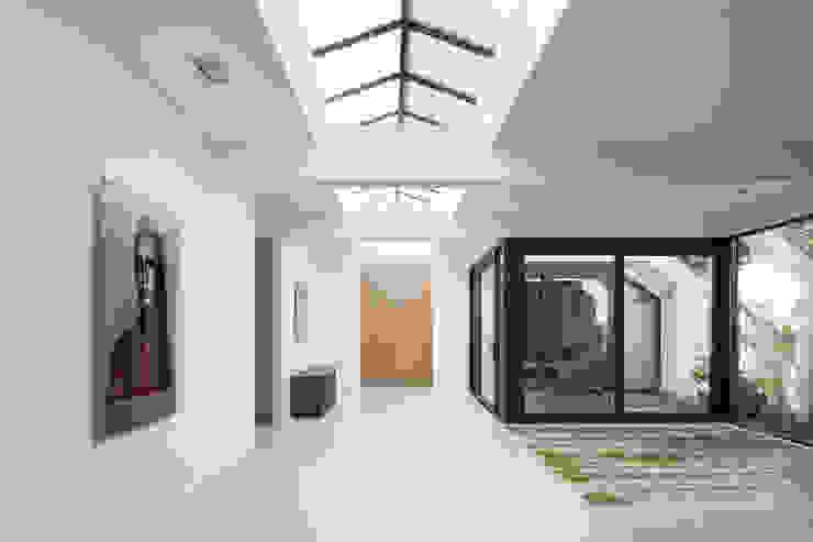 Corridor & hallway by i29 interior architects, Modern