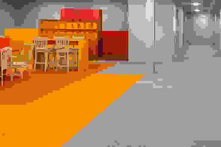 social 01 Moderne kantoor- & winkelruimten van i29 interior architects Modern