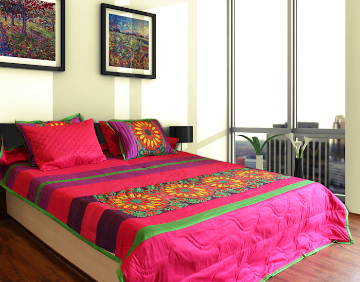 Vibrant Flower King Size Quilted Comforter homify BedroomTextiles