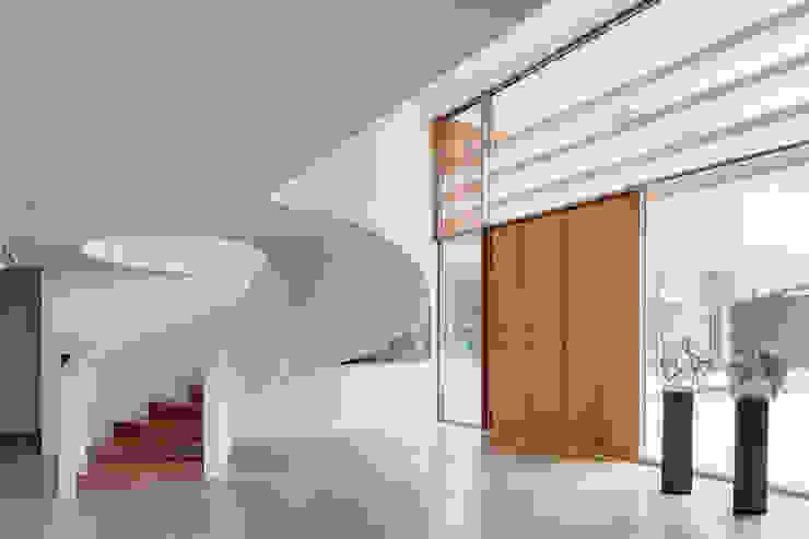 Dune villa Modern corridor, hallway & stairs by HILBERINKBOSCH architecten Modern