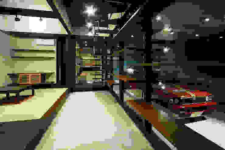 生駒のgarage hause オリジナルデザインの ガレージ・物置 の 田中一郎建築事務所 オリジナル