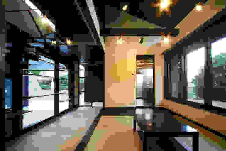 生駒のgarage hause オリジナルデザインの リビング の 田中一郎建築事務所 オリジナル