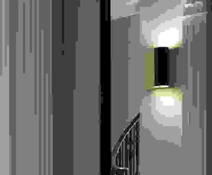 Grace CTO Lighting Ltd Vestíbulos, pasillos y escalerasIluminación